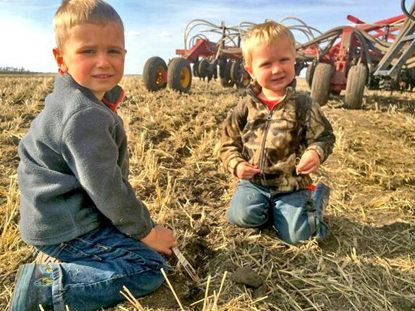 Chris Bauer ‏@Chris_bauer_LL @BourgaultAg Boys are helping me check depth of #canola placement. @The Western Producer #plant14 #agchat