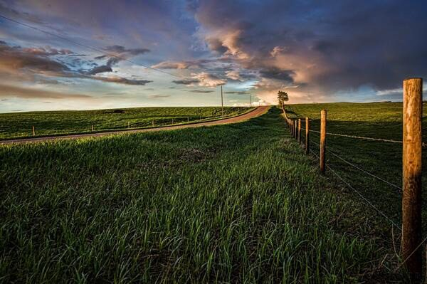 Brian Constantine ‏@ ABConstantine An Alberta spring sunset #backroads @The Western Producer
