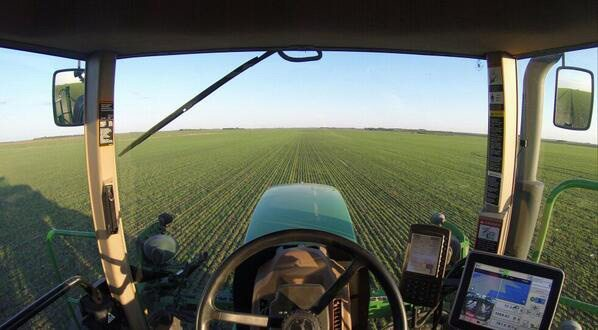 Landon Friesen ‏@landon707 Spraying some beautiful looking cardale wheat. #westcdng #spray14 @AgMoreThanEver @The Western Producer