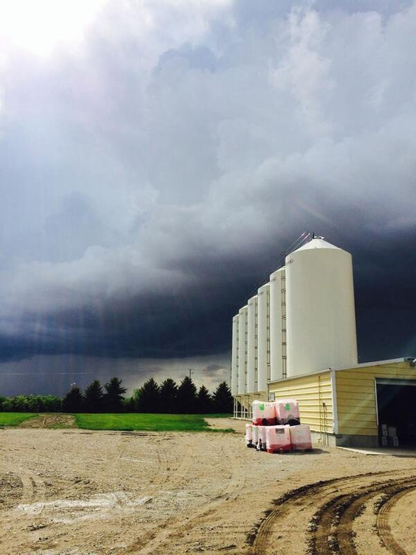 Evan Peterson ‏@peterson_evan 5m Here is a pretty neat photo of a thunder shower moving in a couple days ago. @ CDNag #westcdnag