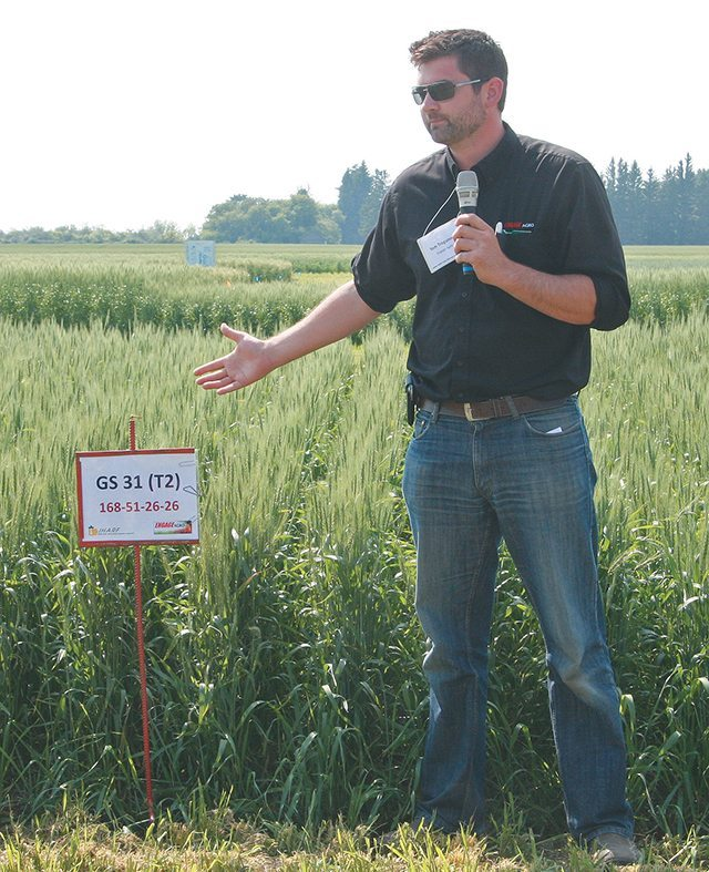 Tom Tregunno, product manager at Engage Agro, explains the effects of plant growth regulator Manipulator at the Indian Head Agricultural Research Foundation field tour.  |  Karen Briere photo