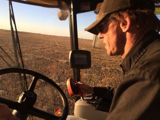 Jane Skocdopole @skocat @westernproducer #harvest14 @DanSkocdopole Old Farmer learning new technology. And I learned a new word!