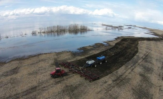 Windy Poplars Farm @windypopfarm · May 2 @westernproducer here's a shot of the seeder getting brave by Big Quill Lake during #plant15