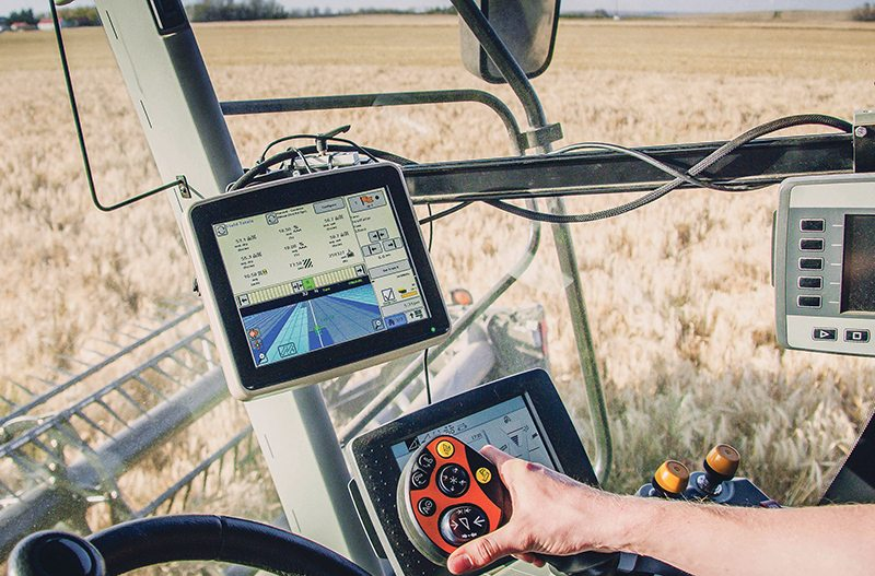 The Lexion is showing a JD display and the JD machinesync feature. The lighter blue area depicts a European-built S680 coverage working in the same field as the Lexion, depicted with the deeper blue. Data exchange is handled with JD modems. This is the first bridge Heupel released to the market in 2015. Agra GPS photos