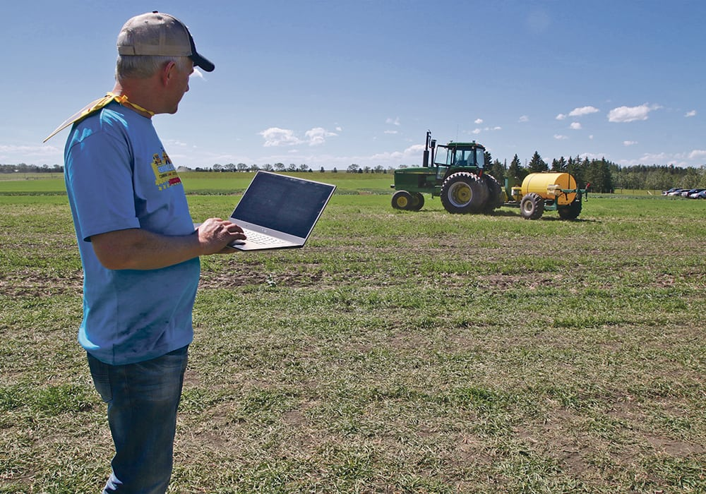 Farmer develops tractor control | The Western Producer
